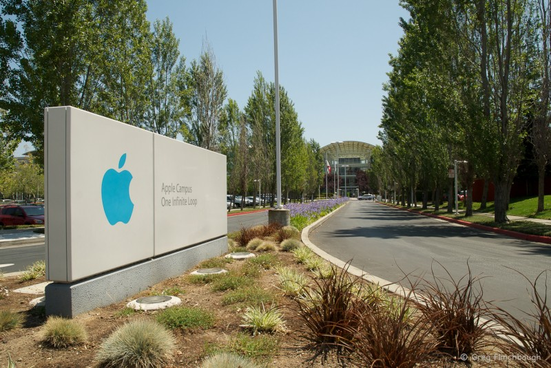 Apple поглощает израильский стартап RealFace