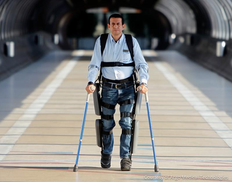 Израильский экзоскелет Rewalk, позволяющий ходить парализованным, прошел сертификацию FDA